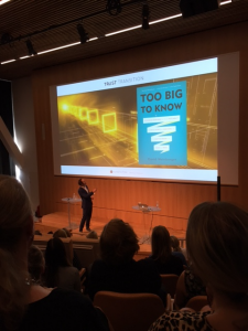 Thimon De Jong presenting